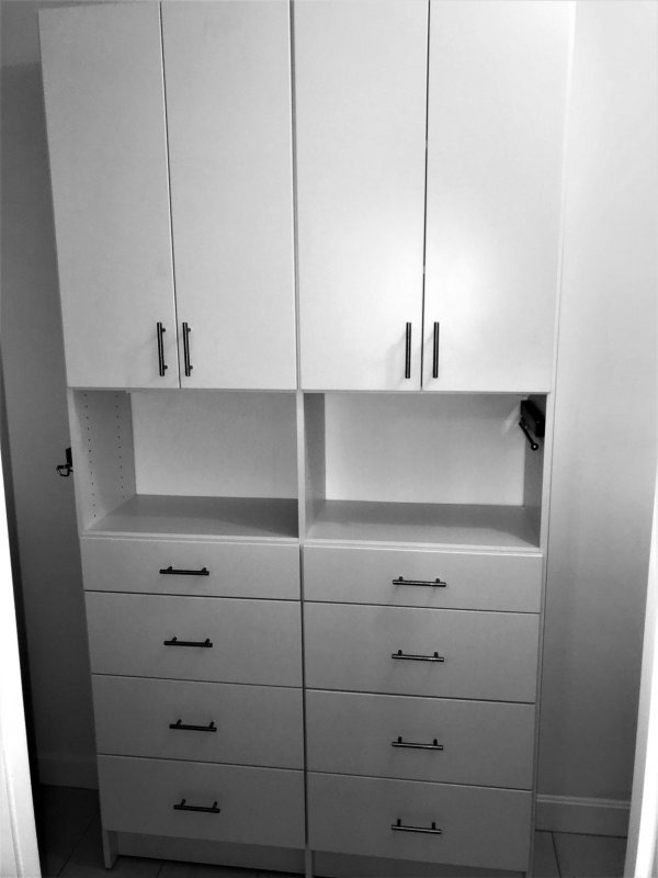 WALK IN CLOSET WHITE MODERN DOORS